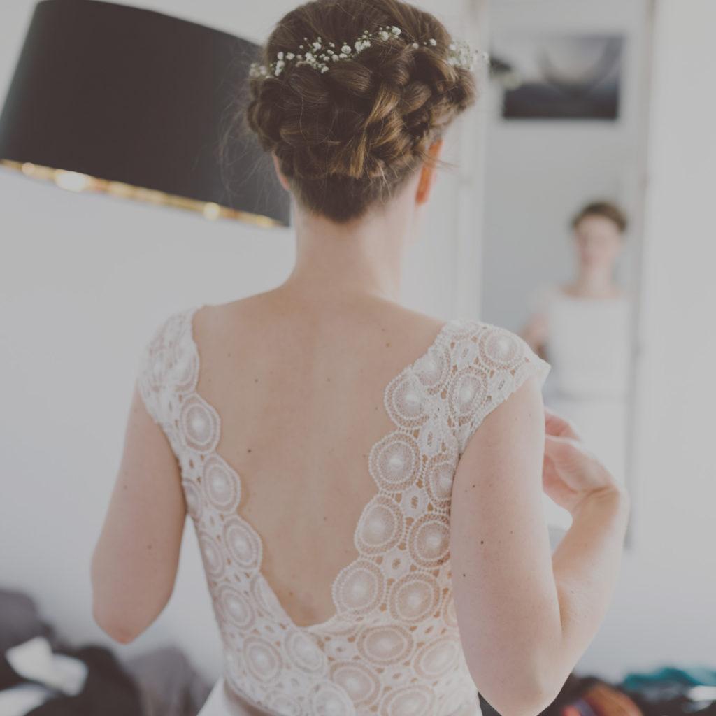 Die Braut in einem Kleid von ANNE WOLF