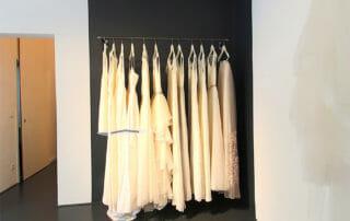 Ein Teil der Brautkleider in unserem Brautgeschäft in Berlin.