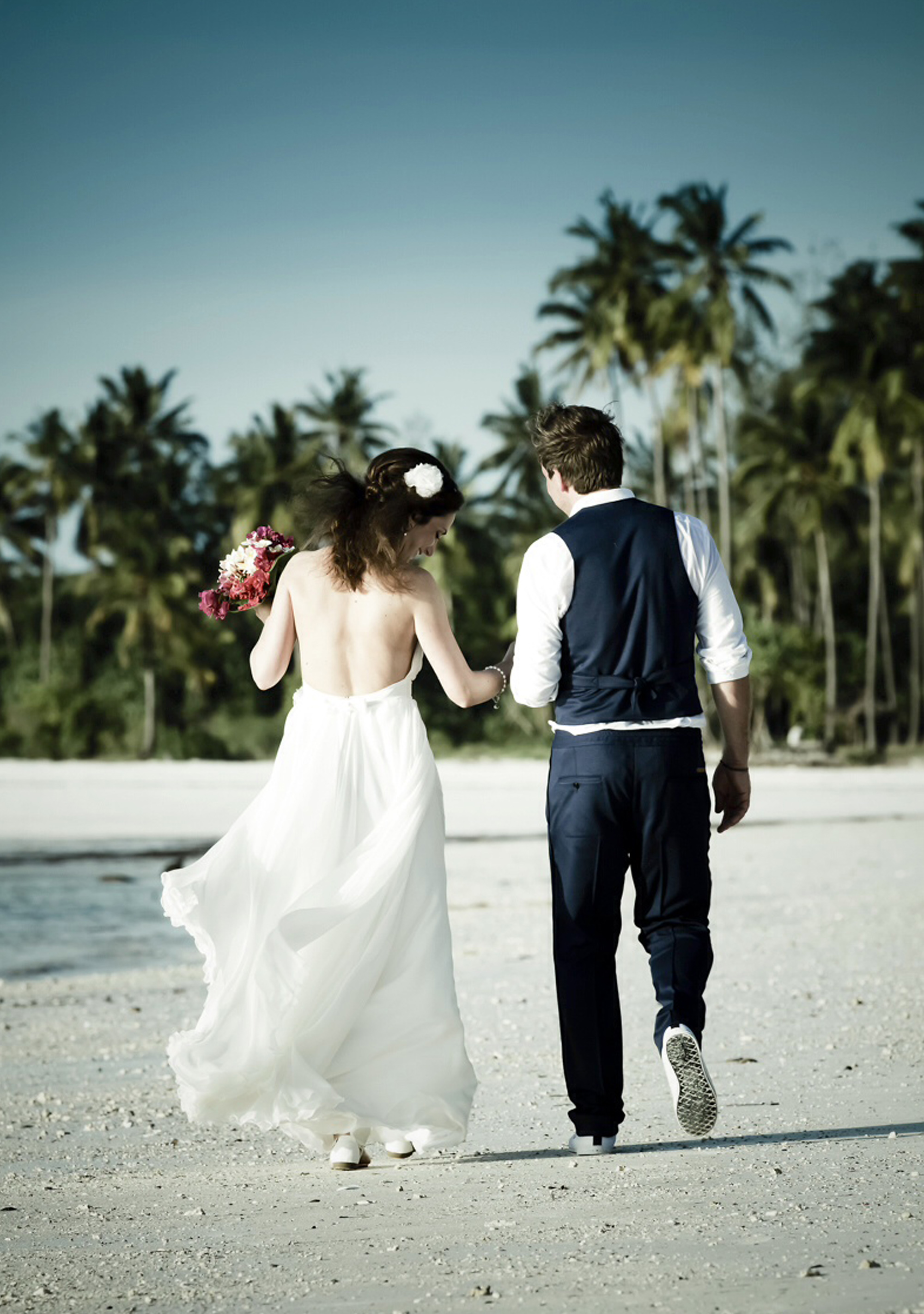 Eine echte Braut in einem Brautkleid von ANNE WOLF