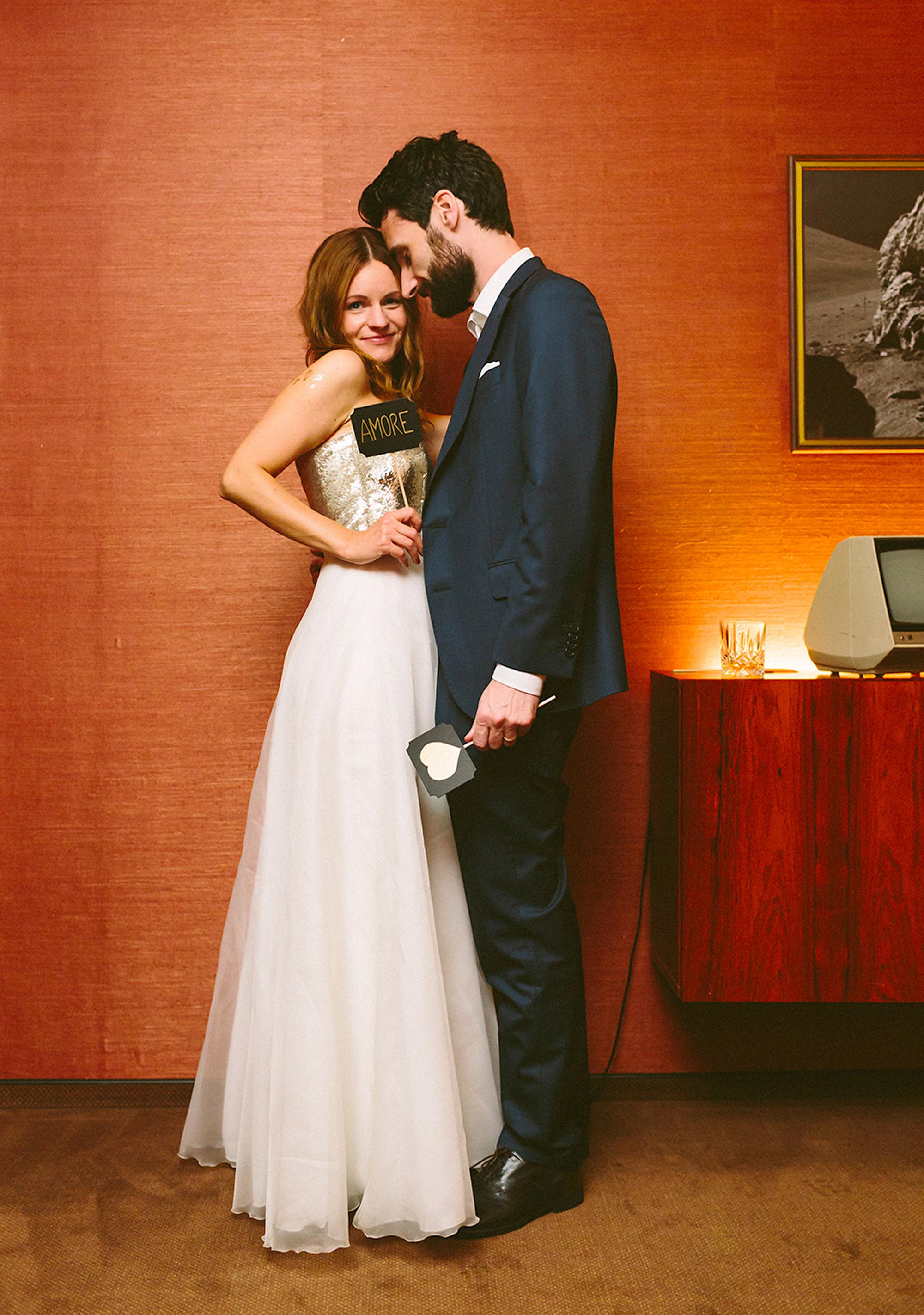 Eine Hochzeit mit Amore in einem Brautkleid von ANNE WOLF