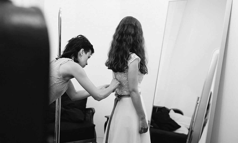 Im Prenzlauer Berg: Hochzeitskleid Anprobe